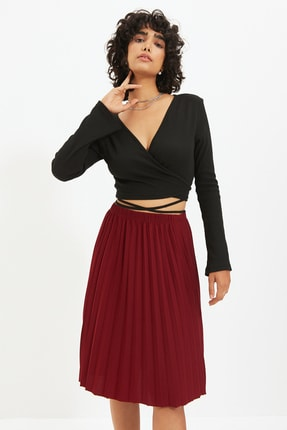 TRENDYOLMİLLA Siyah Fitilli Kruvaze Crop Örme Bluz TWOAW21BZ1140