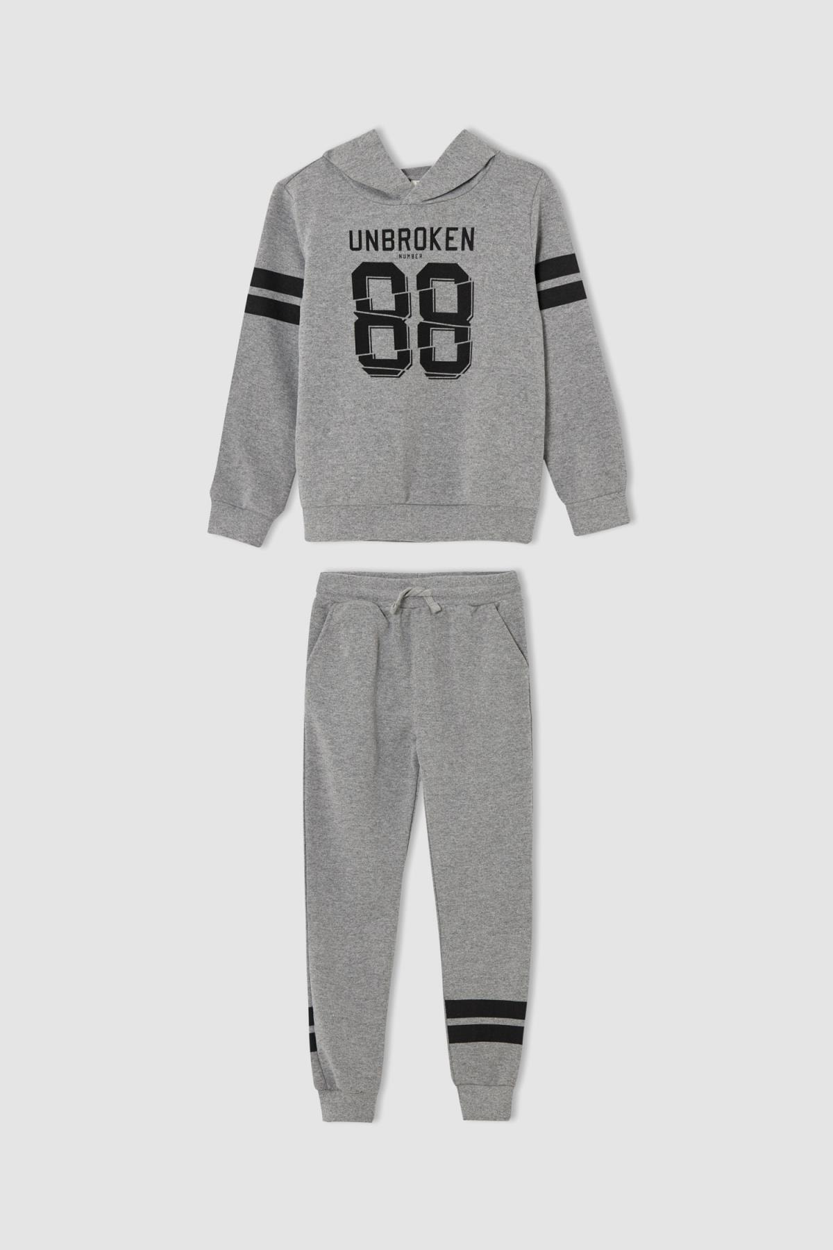 DeFacto Erkek Çocuk Slogan Baskılı Sweatshirt ve Jogger Eşofman Alt Takımı V0517A621WN