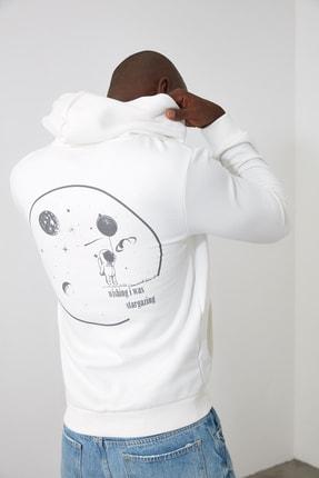 TRENDYOL MAN Ekru Erkek Sırt Baskılı Kapüşonlu Sweatshirt TMNAW21SW0635