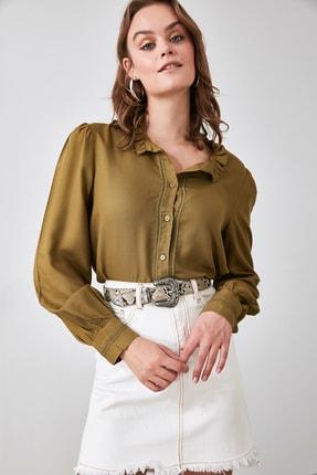 TRENDYOLMİLLA Haki Yakası Fırfırlı Gömlek TWOAW21GO0147