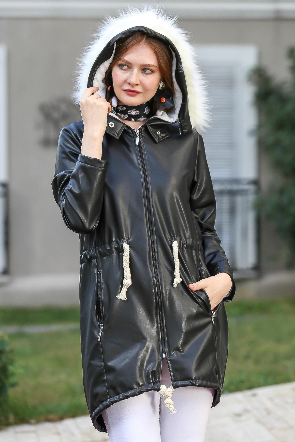 Chiccy Kadın Siyah Vintage Kapüşonu Vegan Kürk Detaylı Beli Büzgülü Astarlı Kaban M10210200KA99863
