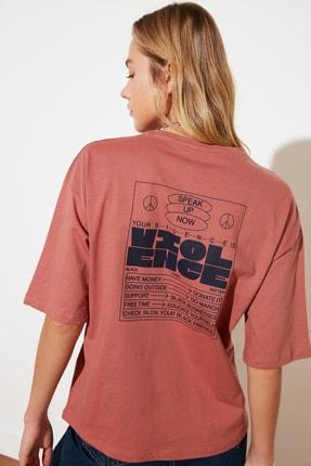 TRENDYOLMİLLA Gül Kurusu Sırt Baskılı Loose Örme T-Shirt TWOSS21TS2465