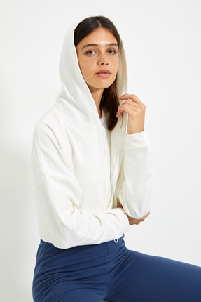 TRENDYOLMİLLA Ekru Kapüşonlu Crop Örme Sweatshirt TWOAW20SW0660