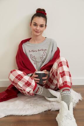 DeFacto Fit Kadın Kırmızı Yılbaşı Konseptli Uzun Kollu Pijama Takımı
