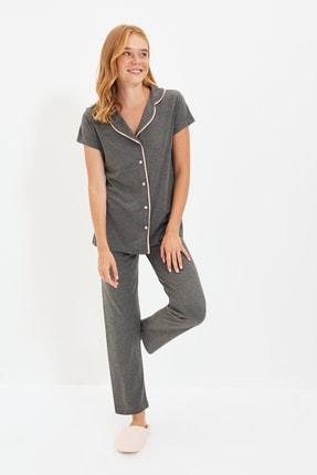 TRENDYOLMİLLA Antrasit Biye Detaylı Örme Pijama Takımı THMAW22PT1036