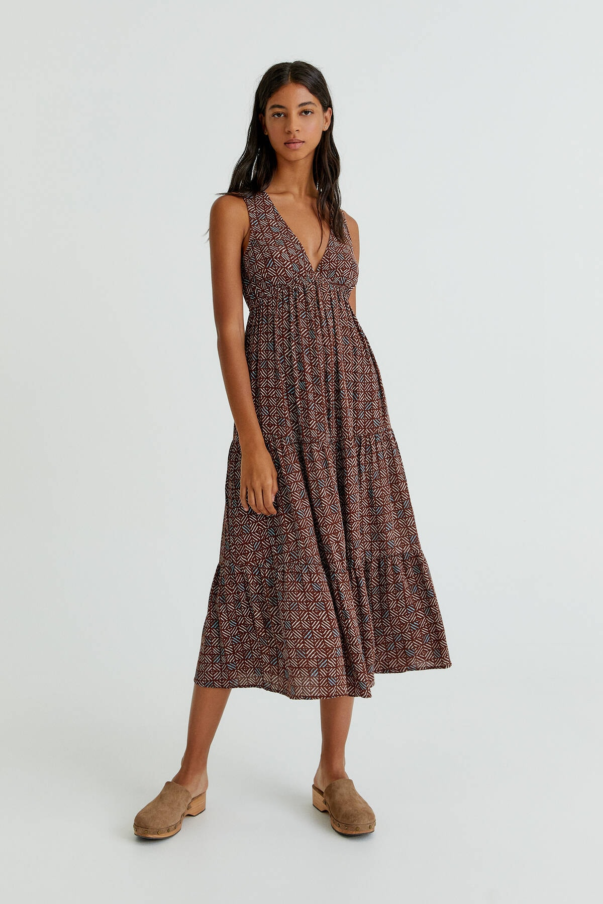 Pull & Bear Kadın Kahverengi V Yaka Katlı Elbise 08394327