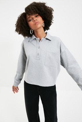 TRENDYOLMİLLA Gri Polo Yaka Crop Şardonlu Örme Şardonlu Sweatshirt TWOAW22SW1070