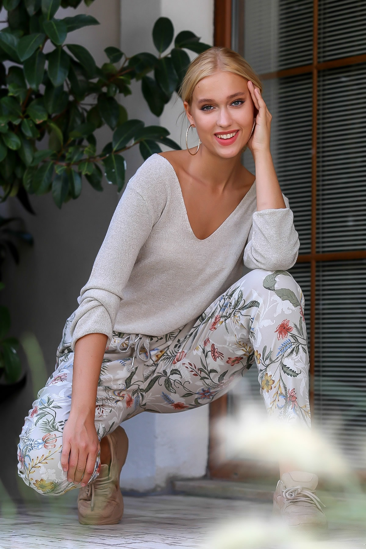 Chiccy Kadın Krem İtalyan Çiçek Desenli Cepli Beli Simli Kordonlu Dokuma Pantolon M10060000PN98706