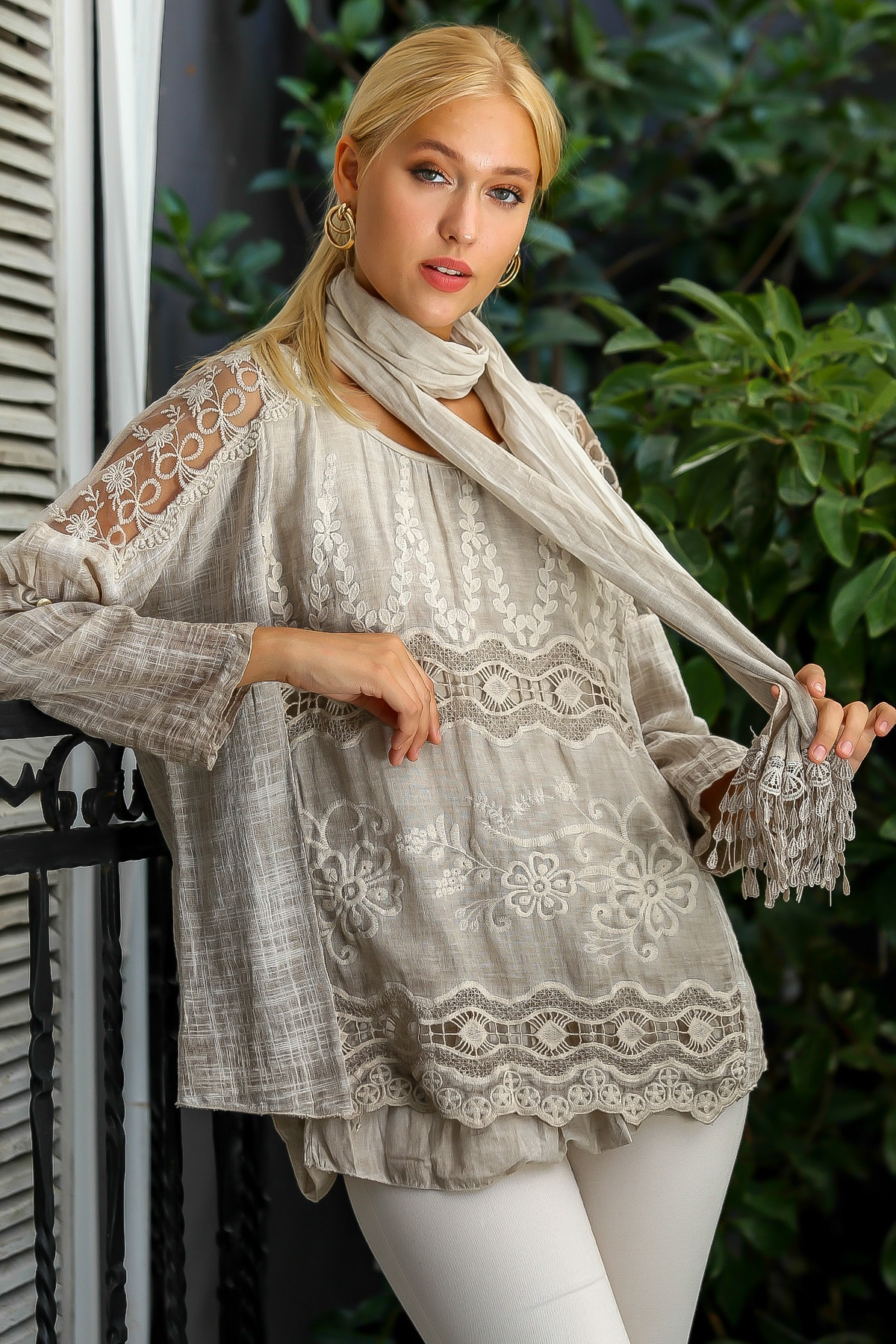 Chiccy Kadın Vizon İtalyan Omuzları Ve Ön Bedeni Dantel Detaylı Astarlı Dokuma Bluz M10010200BL94915