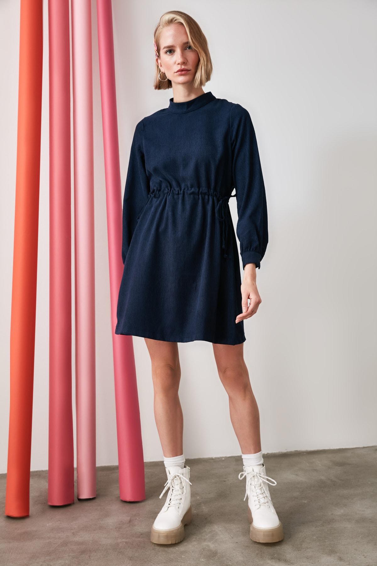 TRENDYOLMİLLA Indigo Bağlama Detaylı Kadife Elbise TWOAW21EL1823 2