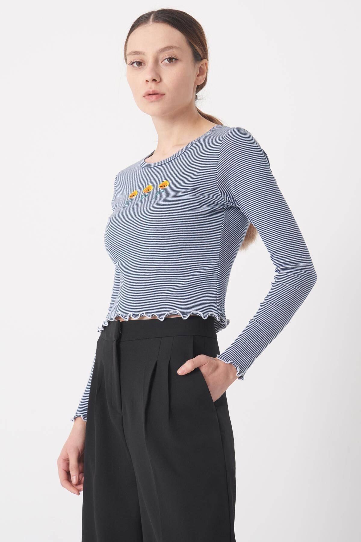 Addax Kadın Laci-Beyaz İşleme Detaylı Bluz B1043 - DK6 ADX-0000022790 2