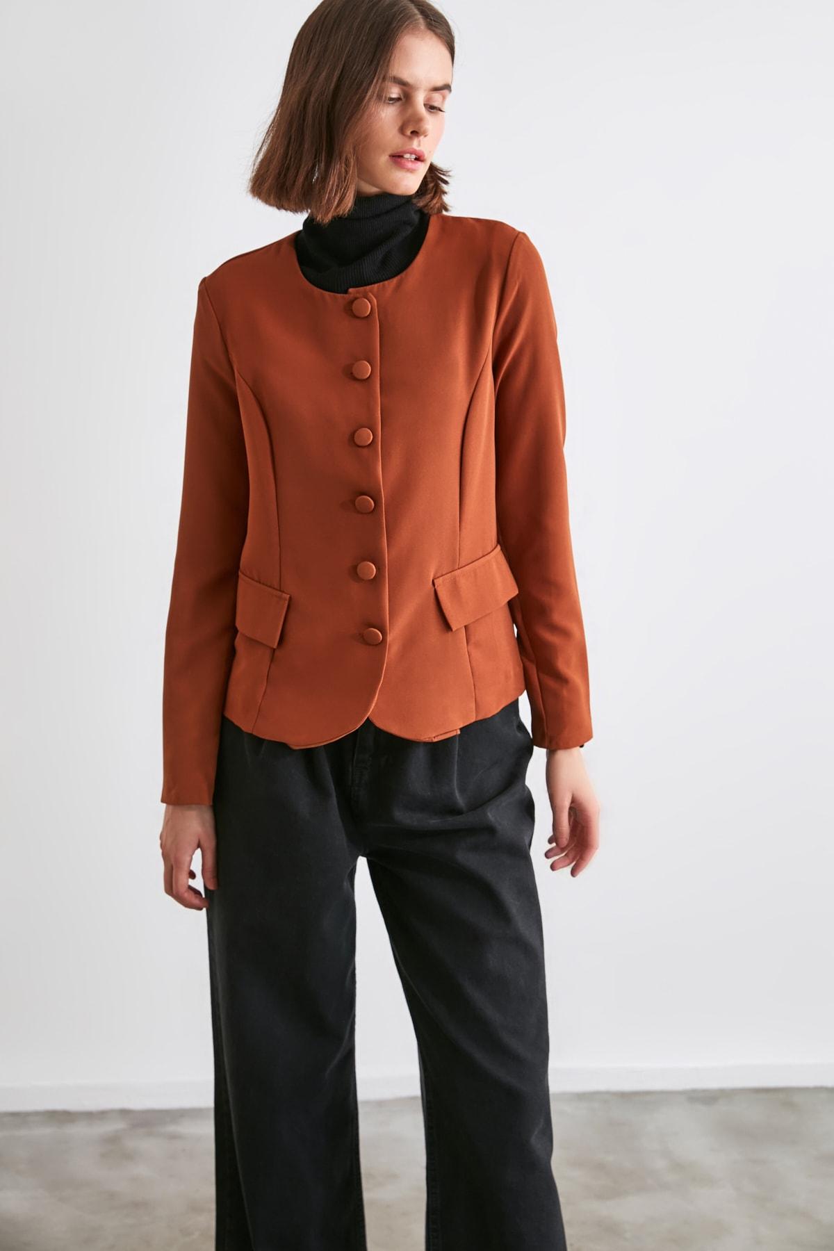 TRENDYOLMİLLA Kahverengi Düğme Detaylı Bluz TWOAW21BZ0652 1