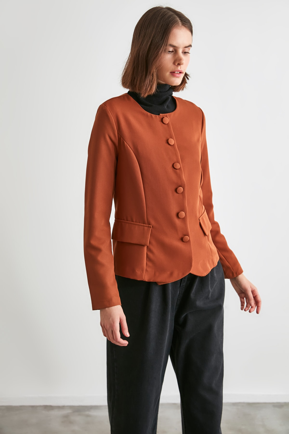 TRENDYOLMİLLA Kahverengi Düğme Detaylı Bluz TWOAW21BZ0652 2