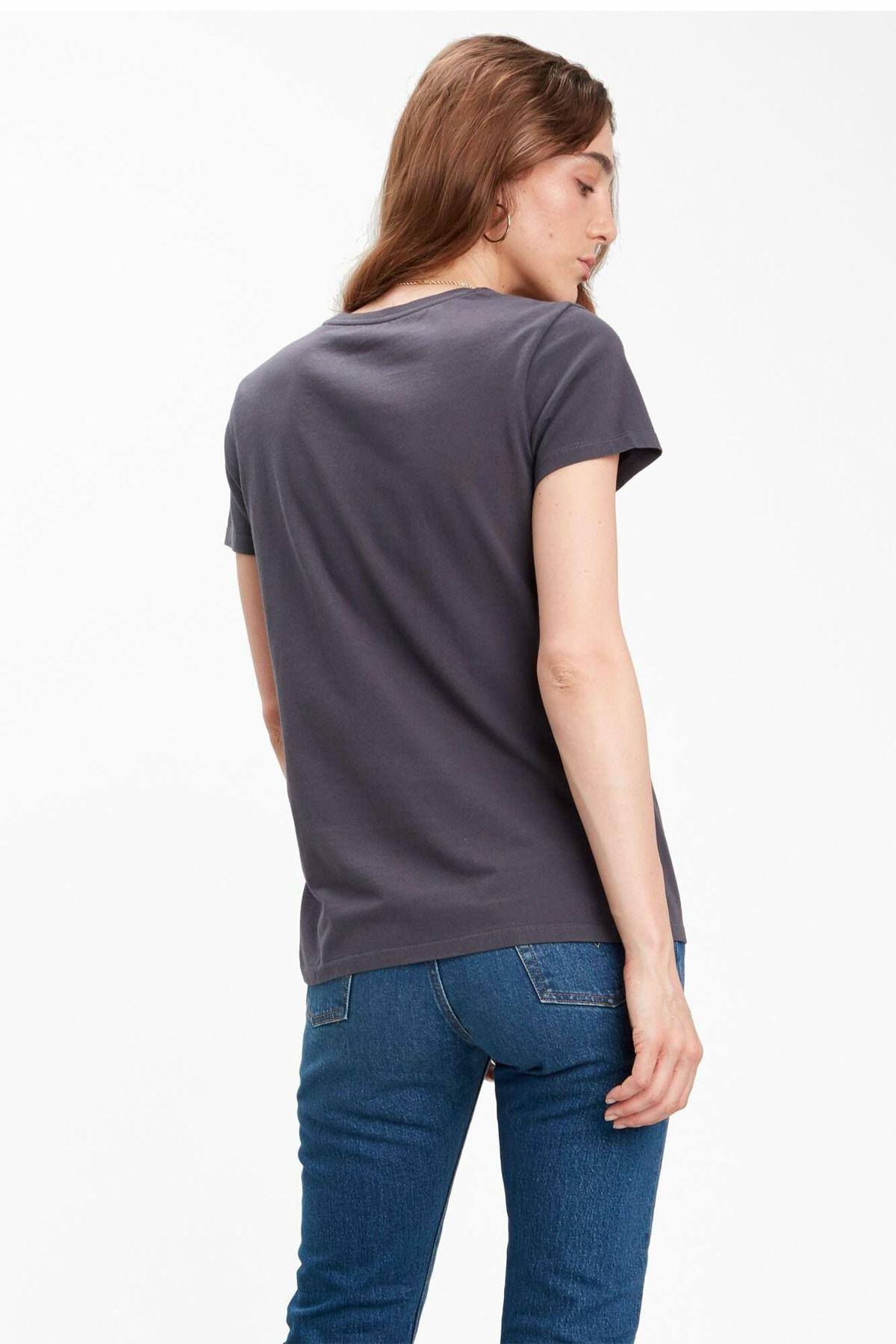 Levi's Kadın Siyah Pamuklu T-Shirt 2