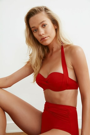 TRENDYOLMİLLA Kırmızı Alternatif Kullanımlı Bikini Üstü TBESS20BU0223