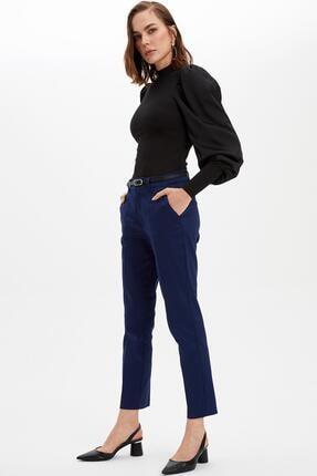 DeFacto Kadın Lacivert Kemerli Dokuma Pantolon N1152AZ.20SP.NV42