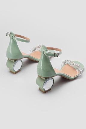 Limoya Yeşil Kırışık Rugan Taş Örgülü Kristal Topuklu Sandalet