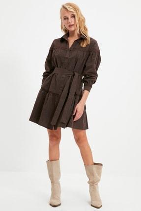 TRENDYOLMİLLA Kahverengi Kuşaklı Dantel Detaylı Gömlek Elbise TWOAW21EL1964