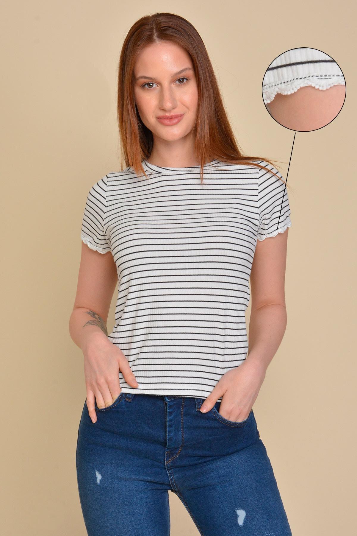 Mossta Kadın Beyaz Dantel Detaylı Çizgili T-shirt 1