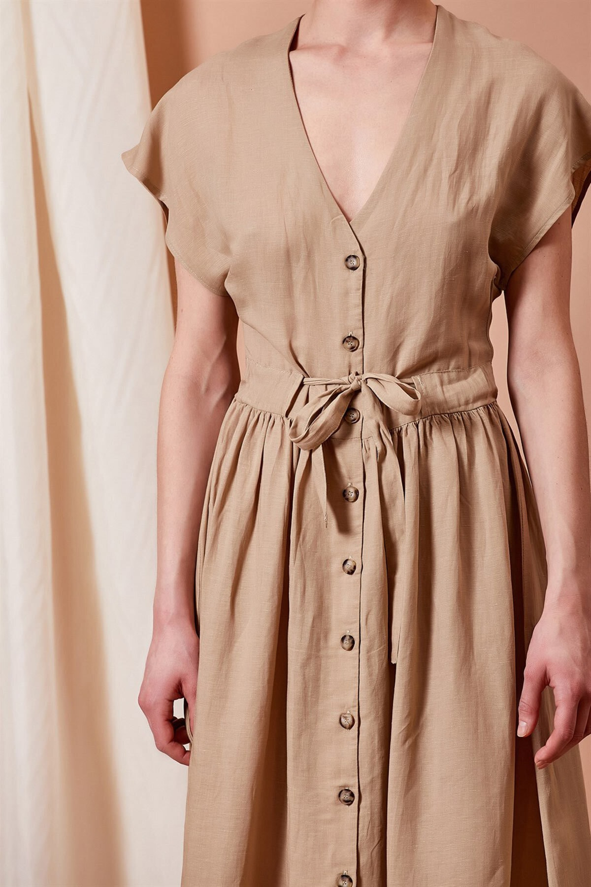 Mossta Kadın Bej V Yaka Boydan Düğmeli Elbise 2