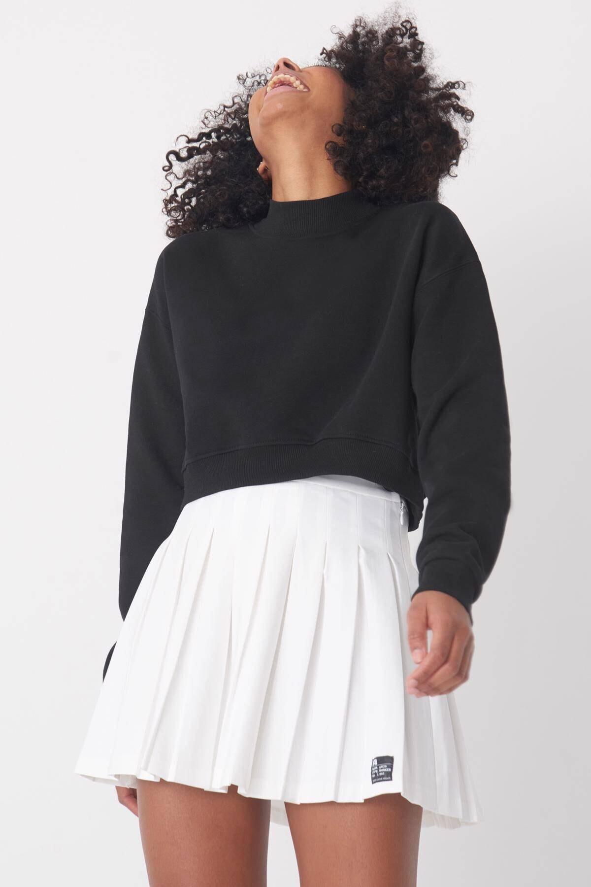 Addax Kadın Siyah Yarım Balıkçı Yaka Kısa Sweatshirt S8625 - B9 ADX-0000020605 2