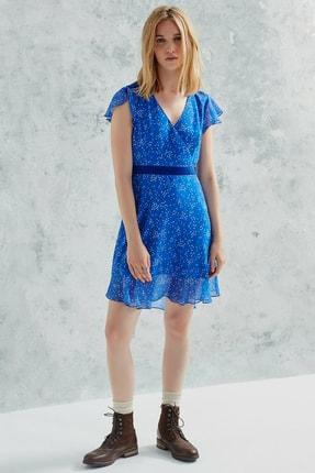 Yargıcı Kadın Mavi Desenli V Yakalı Volanlı Elbise 0KKEL7035X