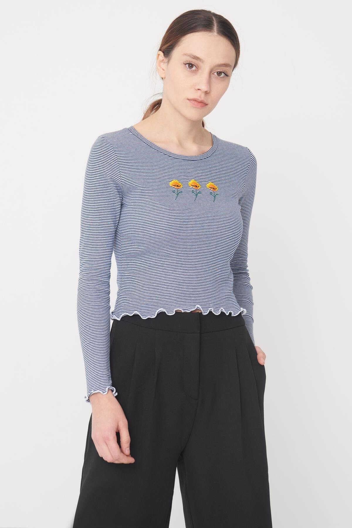 Addax Kadın Laci-Beyaz İşleme Detaylı Bluz B1043 - DK6 ADX-0000022790 1