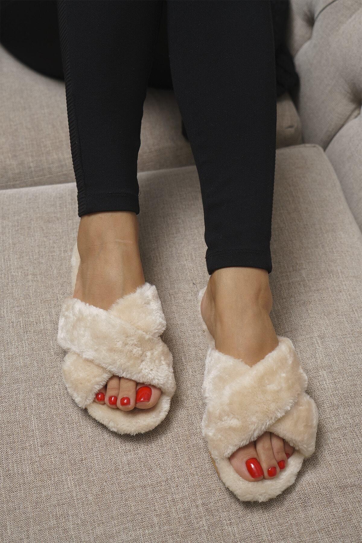 OCT Shoes Kadın Bej Çapraz Peluş Ev Terliği 1026 1