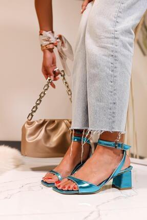 Limoya Kadın Petrol Mavisi Şeffaf Detaylı Alçak Topuklu Sandalet