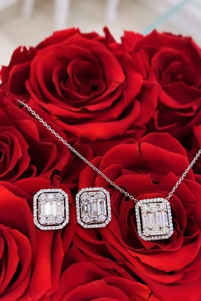 Crystal Diamond Zirconia Laboratuvar Pırlantası 0.85 Karat Baget Kolye
