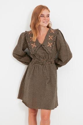 TRENDYOLMİLLA Camel Yaka Detaylı Pötikareli Elbise TWOAW22EL0118