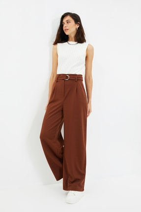 TRENDYOLMİLLA Kahverengi Bol Paça Kemer Detaylı Örme Pantolon TWOAW20PL0218