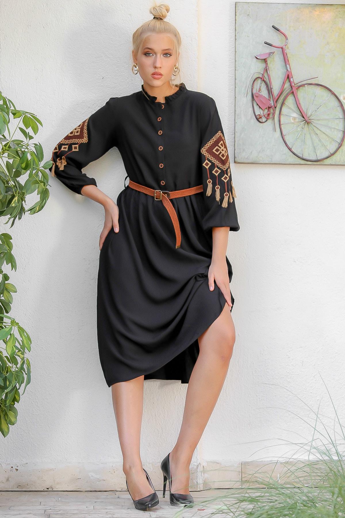 Chiccy Kadın Siyah Dik Fırfırlı Yaka Patı Düğmeli Kolları Tribal Nakışlı Dokuma Elbise M10160000EL94173