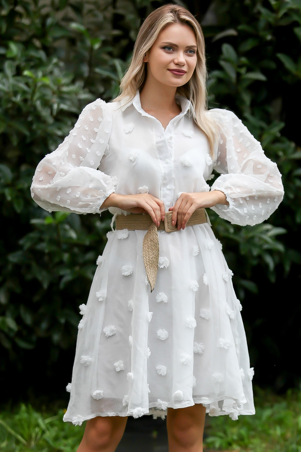 Chiccy Kadın Ekru Vintage Dev 3D Çiçek Detaylı Gömlek Yaka Astarlı Kemerli Elbise M10160000EL96122