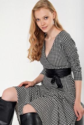 By Saygı Kadın Siyah Kruvaze Yaka Kazayağı Desen Kemerli Elbise S-21K1320009