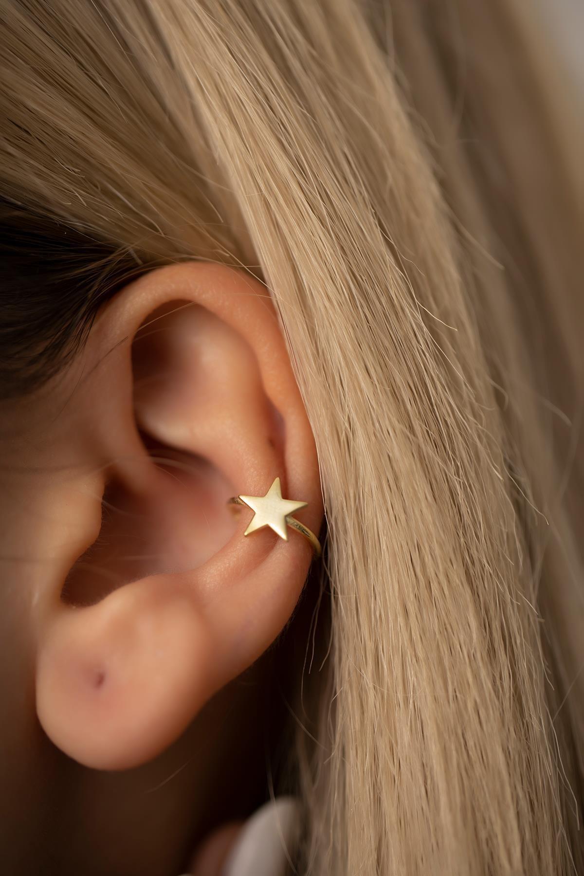 İzla Design Kadın Yıldız Model Altın Kaplama Gümüş Kıkırdak Küpe PKT-TLYSLVR0470