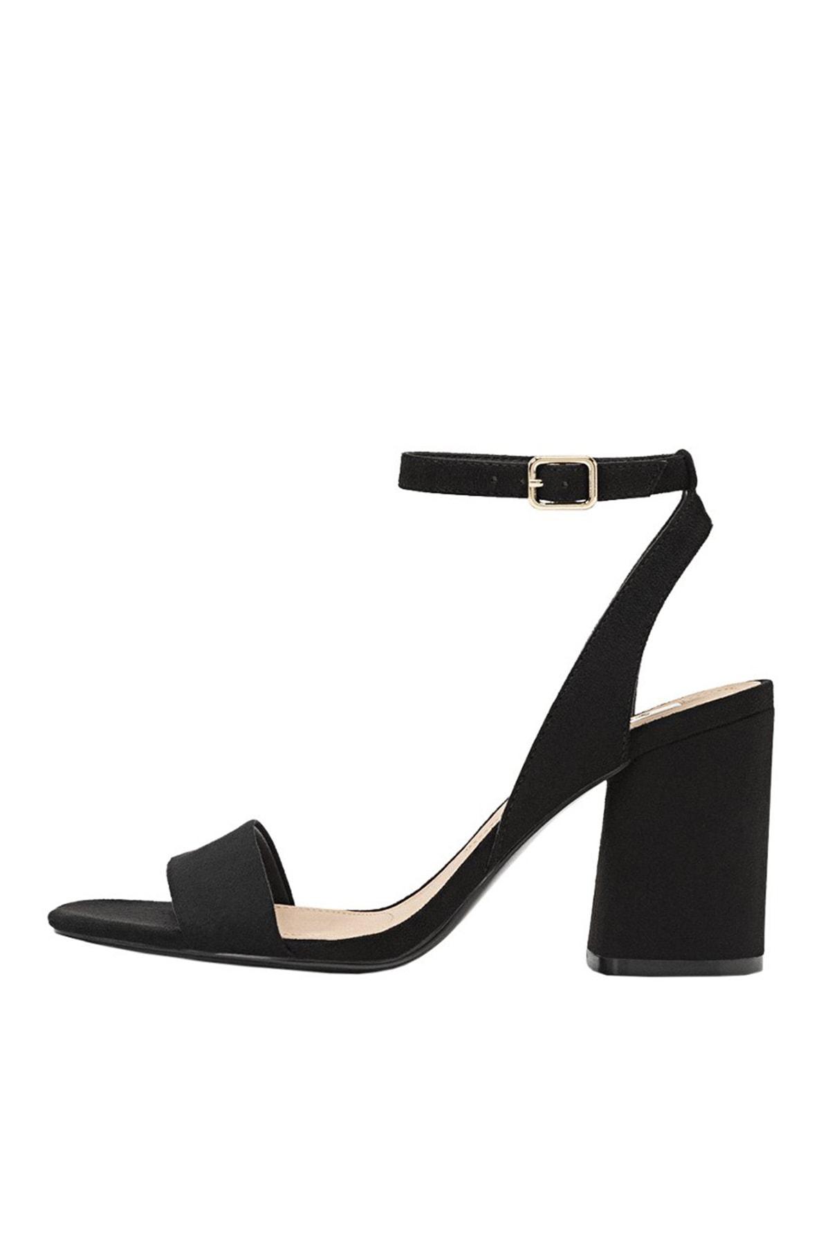 Stradivarius Kadın Siyah Bilekten Bantlı Topuklu Sandalet 19202570