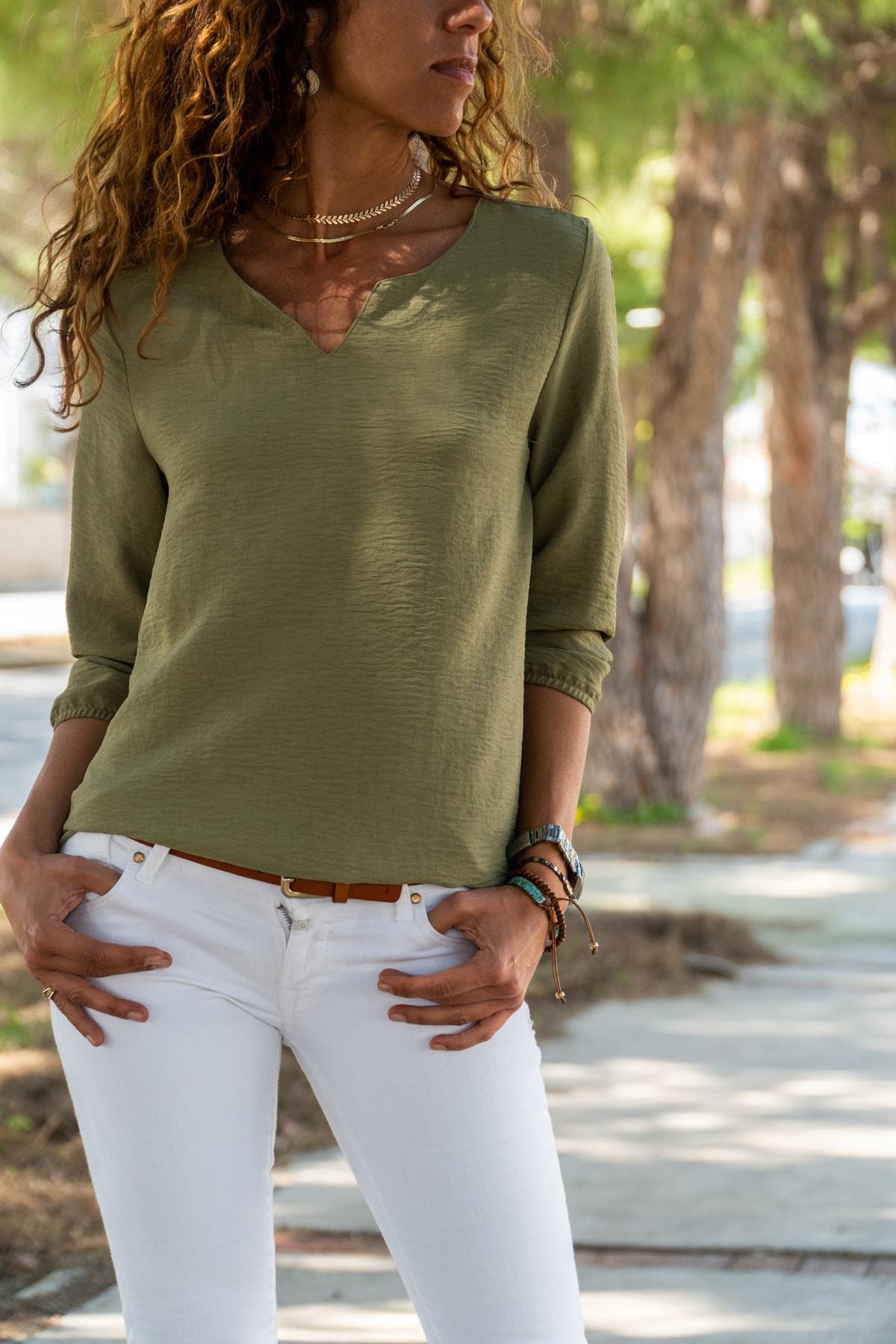 Güneşkızı Kadın Haki Yakası Yırtmaçlı Çizgili Krep Bluz GK-BST2841 1