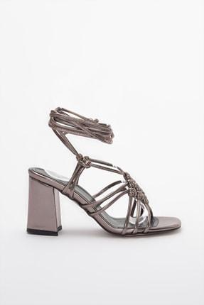 TRENDYOLMİLLA Platin Kadın Klasik Topuklu Ayakkabı TAKSS20TO0379