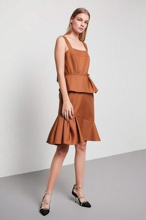 Machka Kadın Karamel Asimetrik Volan Detaylı Kalın Askılı İnce Gabardin Elbise MS1200002044041