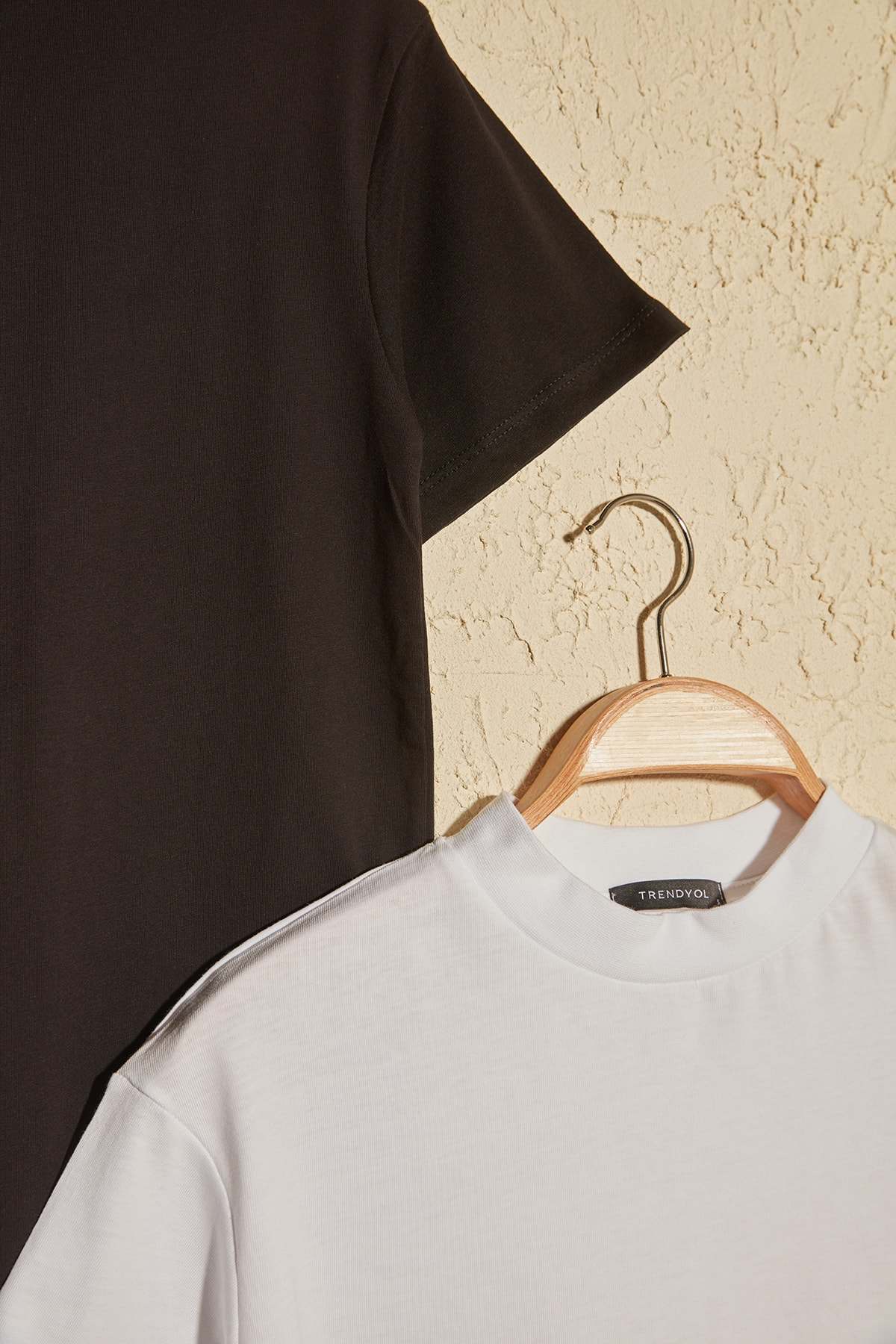 TRENDYOLMİLLA Beyaz ve Siyah Dik Yaka 2'li Paket Basic Örme Tshirt T-Shirt TWOSS20TS1500 2