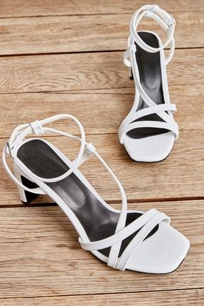 Bambi Beyaz Kadın Klasik Topuklu L0575000109