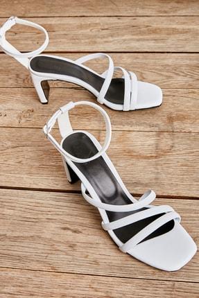 Bambi Beyaz Kadın Klasik Topuklu L0575000709