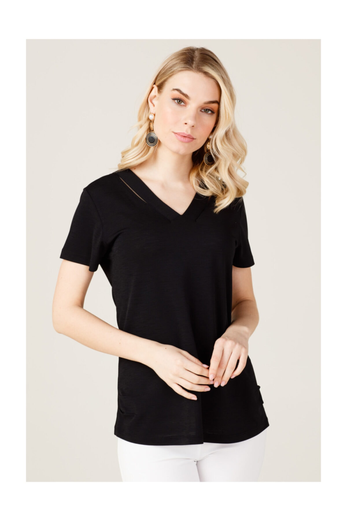 ON Yakası Parçalı Kadın Tişört 1