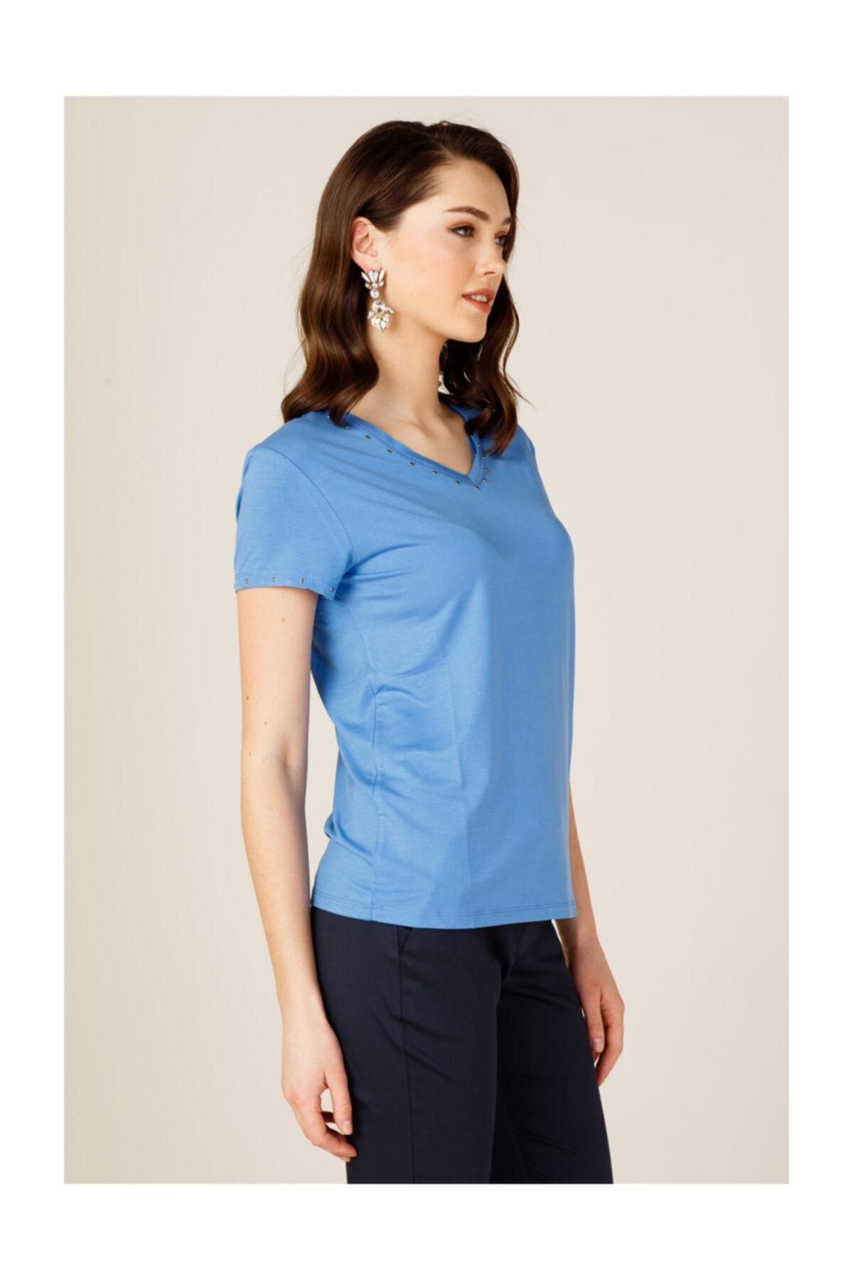ON Kadın Mavi Yakası Taşlı Tişört 2