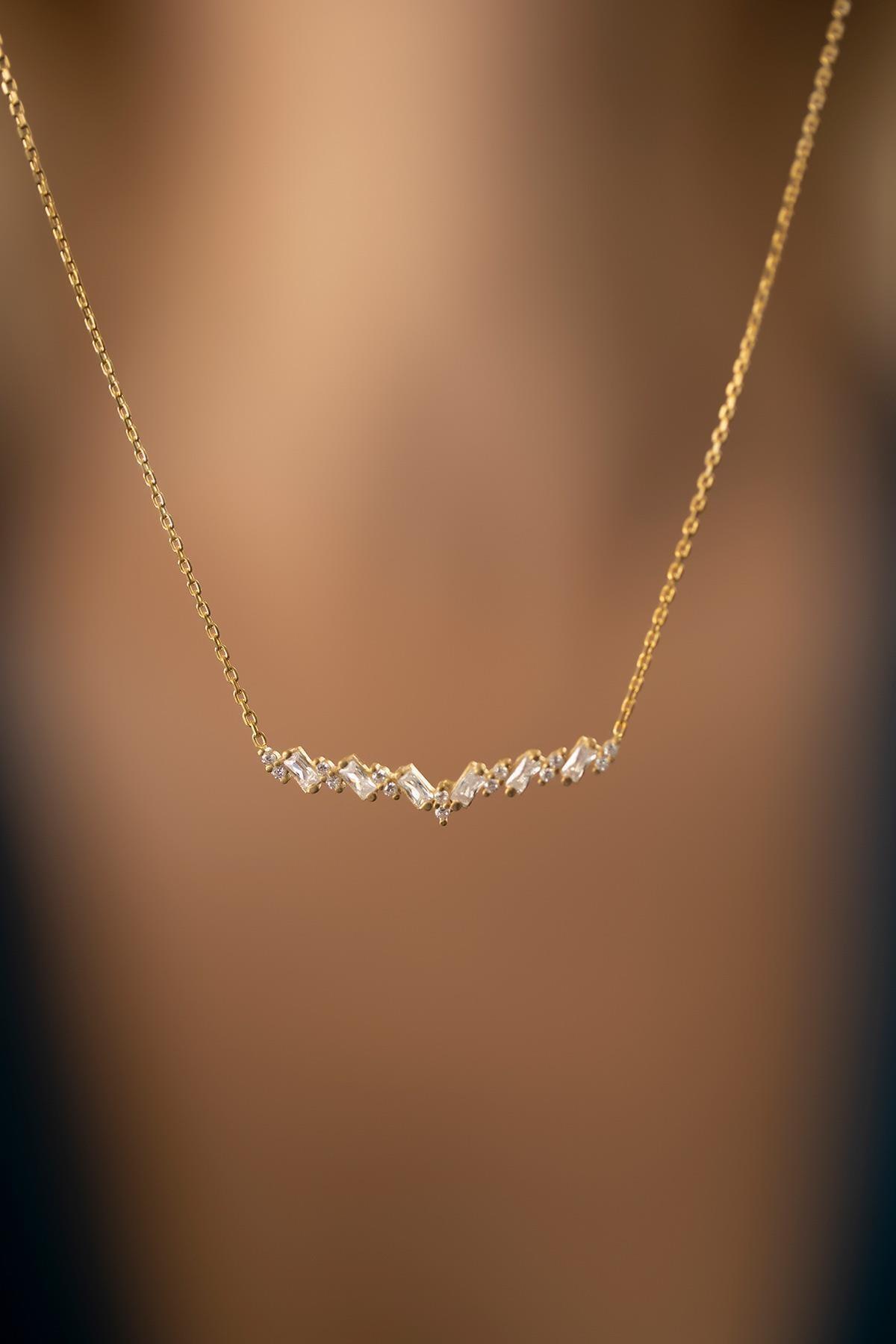 İzla Design Kadın Baget Taşlı Altın Kaplama Gümüş İtalyan Kolye PKT-TLYSLVR0803