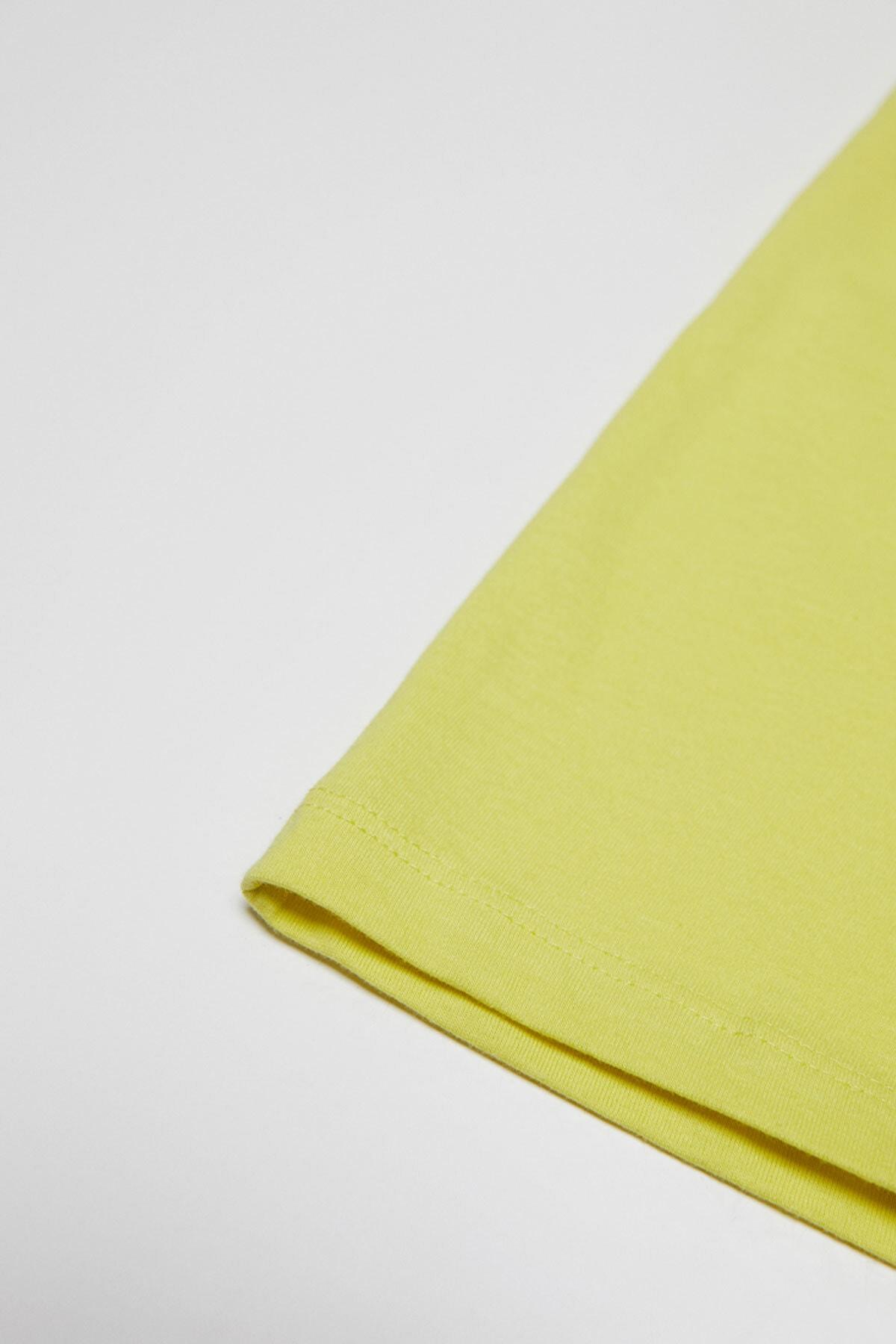 Pull & Bear Kadın Limon Yeşili Kısa Kollu Görselli T-Shirt 05236368 2