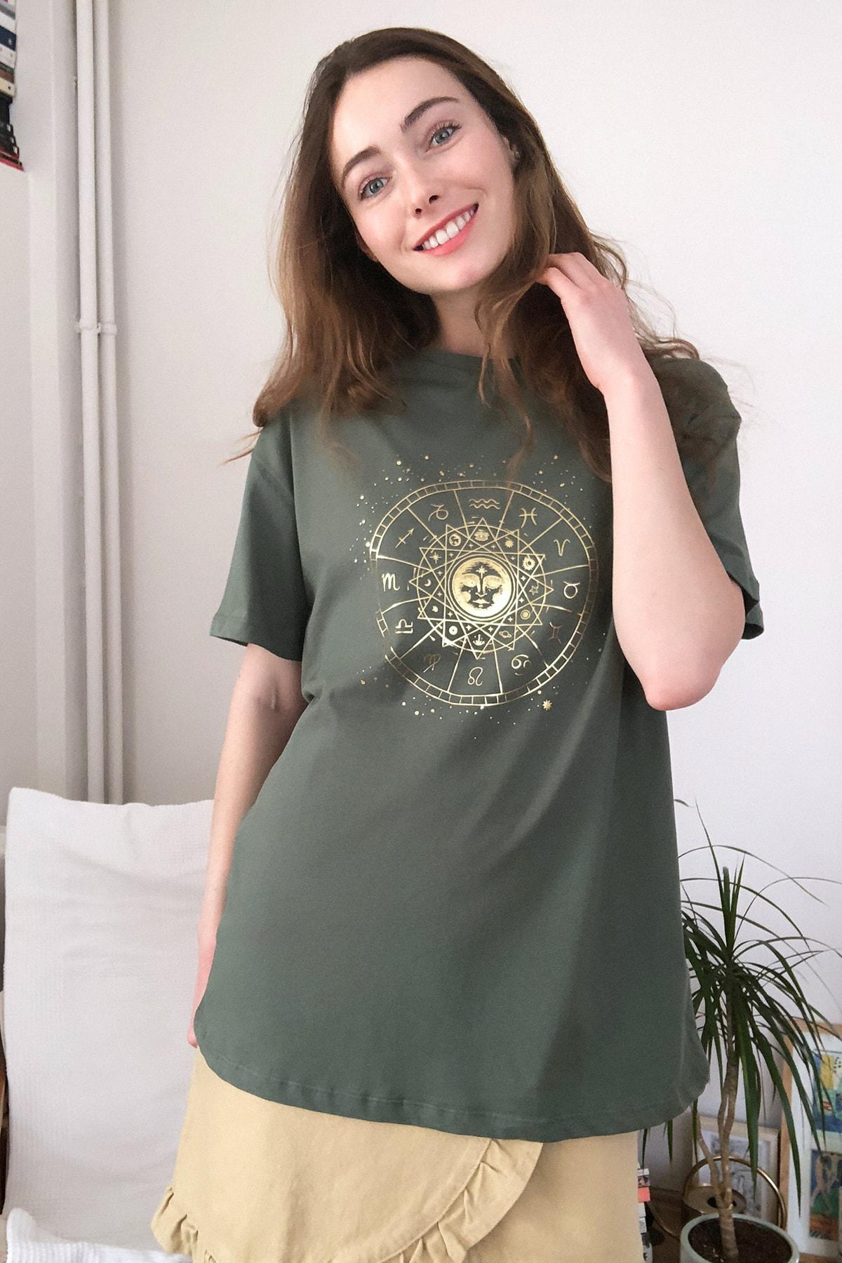 TRENDYOLMİLLA Haki Baskılı Boyfriend Örme T-Shirt TWOSS20TS0249 1