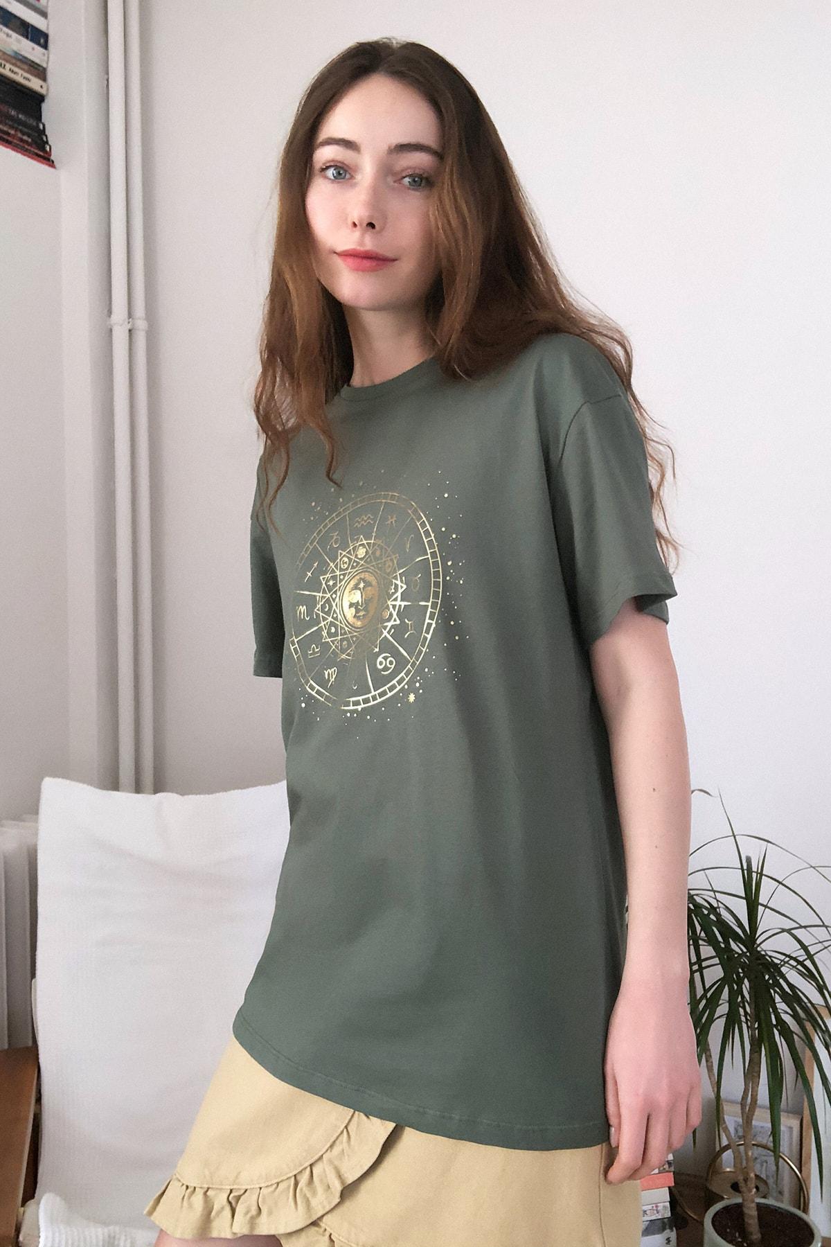 TRENDYOLMİLLA Haki Baskılı Boyfriend Örme T-Shirt TWOSS20TS0249 2