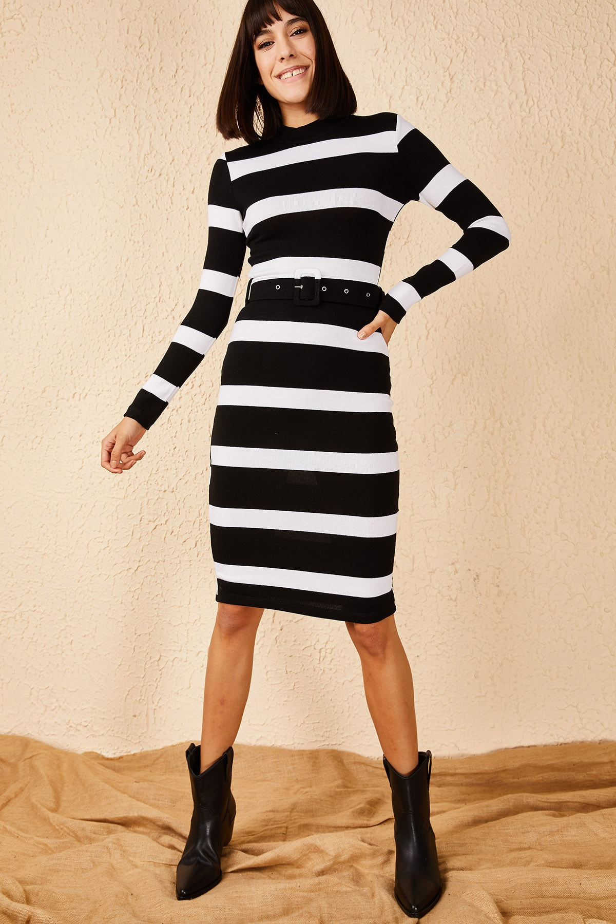 Bianco Lucci Kadın Siyah Beyaz Kemerli Akrilik Elbise 10171002